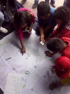 Vecinas y vecinos participando del mapa colaborativo